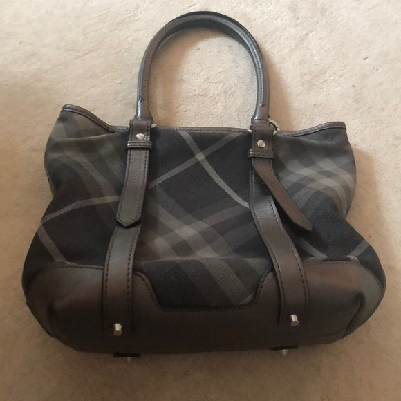 Burberry Handbags - Beautiful Burberry barely used tote